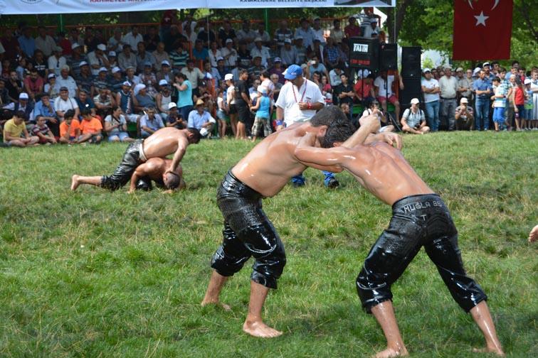 Büyükşehir'in Güreşçileri Er Meydanından Başarılarla Döndü