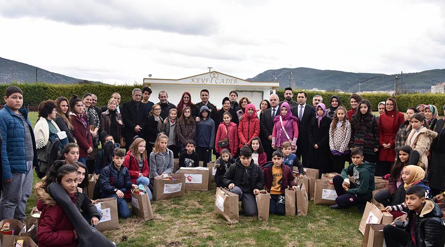 Vali Civelek Okul Desteği Alan Çocuklarla Bir Araya Geldi